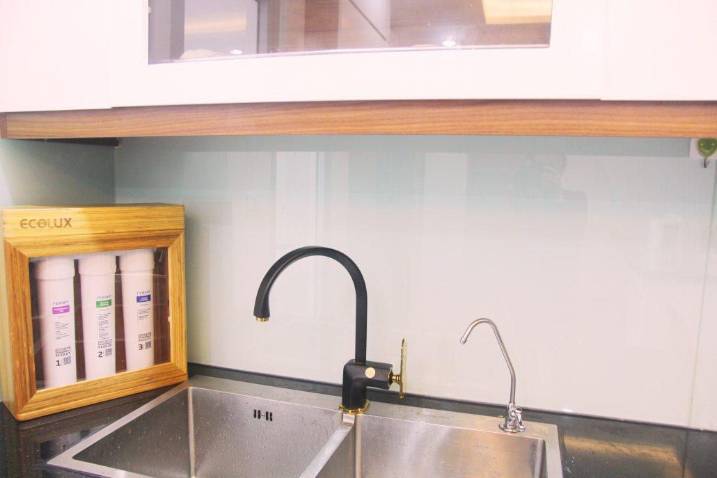 Máy lọc nước Geyser Ecolux chính hãng lắp đặt trên tủ bếp